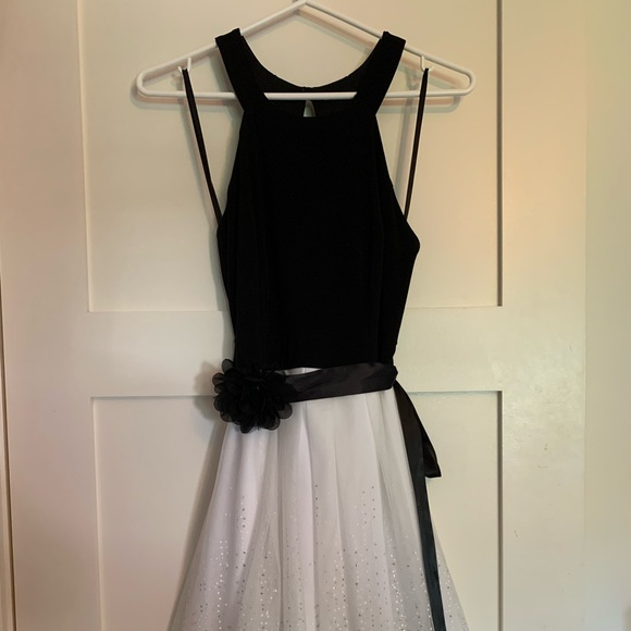 Le Château size S prom dress